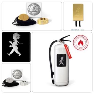 Så snygg säkerhet , brandsläckare , brandfilt  välj mellan  Svart  Silver  Guld Vit  Fina nätta ljusstakar i silver och mässing ❤️#butikehlsasgarderob #solstickandesign