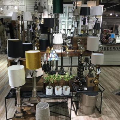 Nu när advent ljusstaken skall bort , har vi lamporna till ditt hem #butikehlsasgarderob #hallbergsbelysning