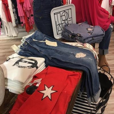 Rött & Jeans ❤️#butikehlsasgarderob