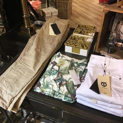 Coolt mönster på T-shirt och 7/8 byxor och vitt från Culture #butikehlsasgarderob