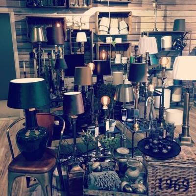 Lampor lampor lampor , Hallbergs underbara lampor❤️ Dags att förnya hemma ? Vi har just din lampa till just dig😊#butikehlsasgarderob