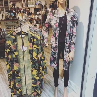 Favoritkoftan i butik igen ❤️ nu i flera färgkombinationer#butikehlsasgarderob