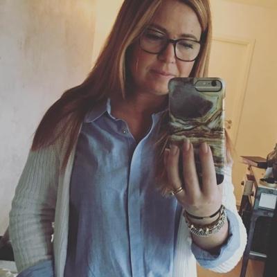 Morning ❤️ härliga fredag .Dagens outfit blå skjorta Isay , vit kofta Isay. Casual idag 😊välkomna #butikehlsasgarderob