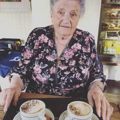 Idag är jag med mormor och äter , fikar och myser❤️ hoppas ni haft en bra dag på Ehlsas med resten av Ehlsas gänget 👍#butikehlsasgarderob