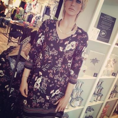 Ny jättefin klänning i pack-vänlig kvalite😅 Skrynklar inte👍🏼