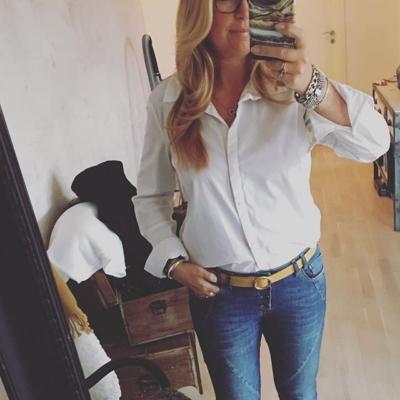 Morning 😊 fredagsfeeling i klassisk skjorta från Culture och jeans från Pulz ❤️ välkomna