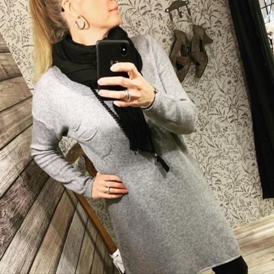 """Såååå härlig stickad långtröja/klänning 💖 Helt """"osticksig"""" bara mjuk o skön 🙌🏼 @happibrand 399:-"""