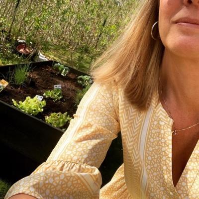 Får väl lämna mina små plantor 😅🥕🥒🍅🥬 å jobba några timmar. Hoppas vi ses!! -15% på allt i butiken även idag 👍🏼