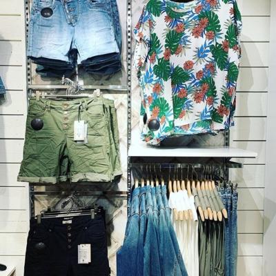 Butiken fyllt med shorts, korta kjolar och knytblusar 👍🏼 Välkommen!!! 💖